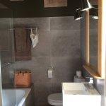 Jolie salle de bain, chambre de La Terrasse...