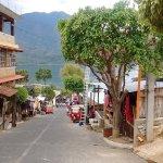Uno de los tres pueblos al lado del Lago de Atitlán