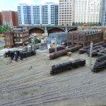 Lokschuppen in einer amerikanischen Großstadt auf der großen Eisenbahnanlage.