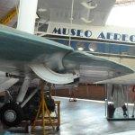 Flugzeugdetails an vielen Stellen, hier: Landeklappe mit Lagerung