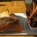 Photo de The Black Bull Kitchen & Bar