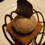 King Midas (Bern's original) -  a rich & moist carrot nut cake with Macadamia Nut Ice Cream