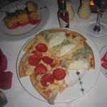 Mozzarella impanata e Pizza quattro formaggi deliciosos platillos de Trattoria