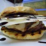 Serata chiamata MacMongy.....hamburger a volonta,tutto fatto in casa....dal pane alle salsee!!!