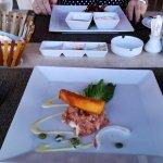 Ein Lachstatar als Vorspeise im Strandrestaurant