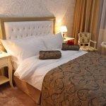 Hotel Roman Plaza Photo