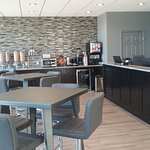 Lobby & Continental Breakfast Area