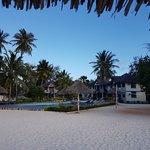 Photo de Smiles Beach Hotel