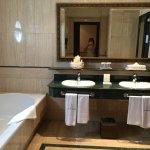 All inclusive, douche, baignoire, wc séparé un luxe