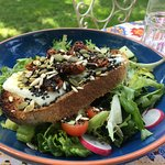 Goats cheese toasted with sun-dried tomatoes, seeds & salad