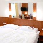 Kleine Zimmer mit etwas harten Betten