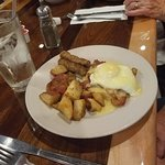 Eggs Benedict with Bacon (1/2 order)