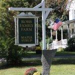 Robb Family Farm sign