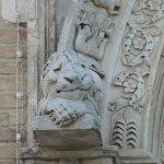 Giulianova - Santa Maria a Mare: particolare delle sculture del portale