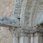 Giulianova - Santa Maria a Mare - particolare delle sculture del portale