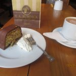 Hazelnut orange cake and hot milk chocolate