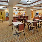 Breakfast Area at Holiday Inn Express Willows, California