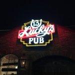 Lucky's 13 Pub resmi