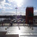 Kijkje vanaf dakterras op Amsterdam