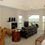 Our Beautiful Island Monkey Suite,King Bed Double Jacuzzi ,Electric Fireplace,Private Balcony