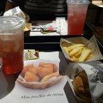 Combo hamburguer + batata + chá gelado