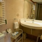 Hotel Dufour Alpin: Bathroom of South Double Room