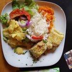 Maultaschen mit Salat.