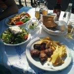 Foto de Village Taverna George