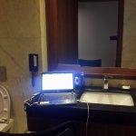 Oficina montada en el baño durante 3 días por falta de luz