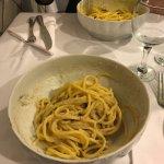Tonnarelli cacio e pepe e spaghetti alla carbonara