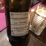 Vin et plat servis au restaurant Le Terminus à Tournus