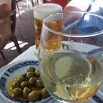 Green olives and pickles as complements to beer and dry white wine