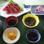 ぶえん鰹刺身御膳、味噌汁を貝に替えてプラス50円