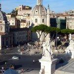 Rome: Eglise Ste-Marie de Lorette vue depuis le monument de V.Emmanuel II..