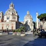 Rome: Eglise Ste-Marie de Lorette et colonne Trajane.