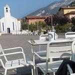 kurzer Fußweg vom Hotel zum See und kleinen Strandcaffee