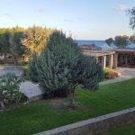 le jardin, la taverne grecque, la mer depuis notre balcon
