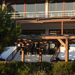 terrasse avec vue sur les jardins pour les repas