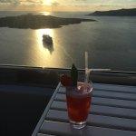 V Lounge Cafe & Cocktail Bar