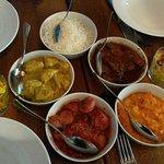 achards legumes, poulet coco,ribs au rhum, rougaille saucisse ou mangue verte, puree patate douc