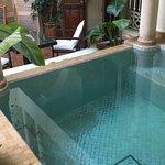 Petit bassin dans le patio