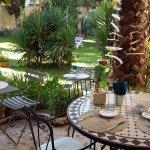 La terrasse du petit déjeuner sur le jardin