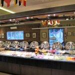 Buffet de frios e pratos quentes do restaurante