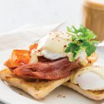Clasic Eggs Benedict with Bacon