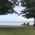 Espectacular hotel situado en medio de un paraíso de mar azul y preciosos corales, el trato con