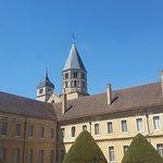 Abbaye de Cluny (vue depuis cour)