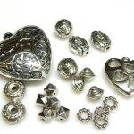 Perle, distanziatori e pendenti in argentone