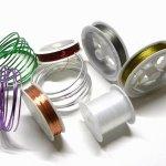 Fili, cavetti, cotone, allumini e nylon per realizzare bijoux