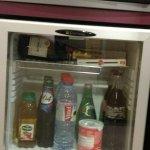 mini-bar réfrigéré et coffre-fort