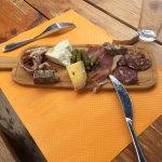 Assiette de charcuteries et fromages